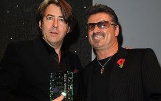 GEORGE MICHAEL NL - george-michael-hands-mits-award-to